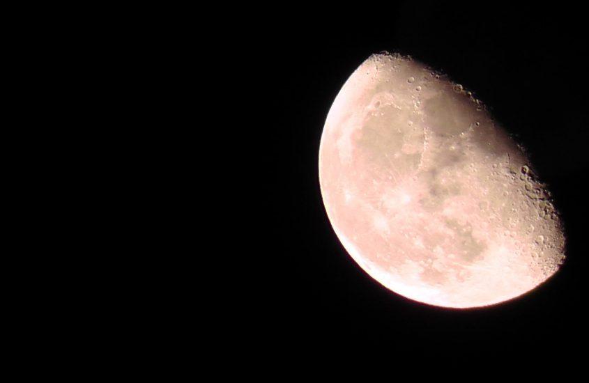 Šiąnakt numatomas dalinis Mėnulio užtemimas, kuris įvyks 23:01 val. kai ant patekėju…