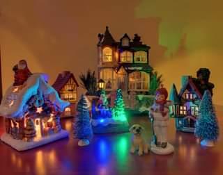 Second pic: Tiny xmas town 🎄🏡🎅 #nofilters #christmastime #myxmas #xmastree #tiny