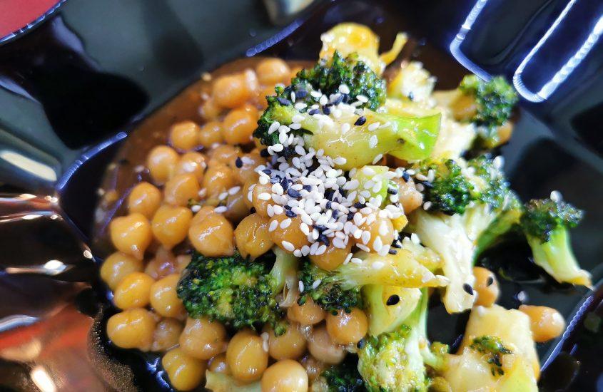 Saldžiarūgščiai aštrus, greitas Brokolių Avinžirnių stir-fry