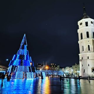 Christmas Tree in Vilnius! 😍 #nofilters #christmastime #christmastree #vilnius🇱🇹 #vilniuscity #lithuania #tree #wintertime #waitingforchristmas #lovechristmas #beautiful #christmasiscoming #🎄 #loveit❤️ #winter #waitingforsnow #citycenter #catchedral #cathedralvilnius #bmchannel📸 #christmaslights #amazing #advent #christmas #2020  #christmastreehunting