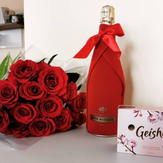 Happy St. Valentine's day! 🥰💖 . . #rose #valentine #flowers #gift #roses🌹 #flowerstagram #❤️ #loveislove #choco #flowerpower #flowerlovers #champagnelover #instagood #valentines #withlove #valentineday #sweets #geisha #flowerphotography #bmchannel📸 #champagne #piperheidsieck #redrose #mobilephotography #bubbles #huawei #huaweiphoto #happy #greetings #chocolate